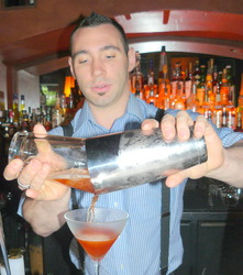 Bartender%20Miles%20Thomas%20makes%20Negroni.JPG