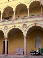 Courtyard%20of%20Rivalta%20w%20motorcycle.JPG