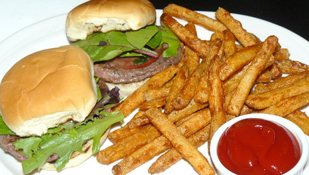 Mini%20burgers%20at%20Cellars.JPG