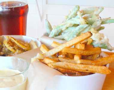 Oysters%2C%20beans%2C%20frites.JPG