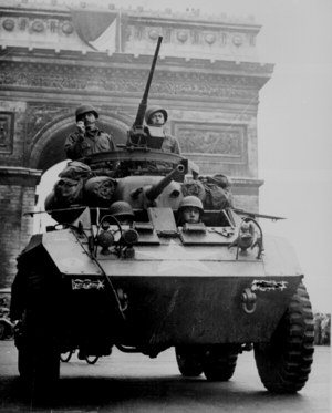 Tanks%20liberate%20Paris.jpg