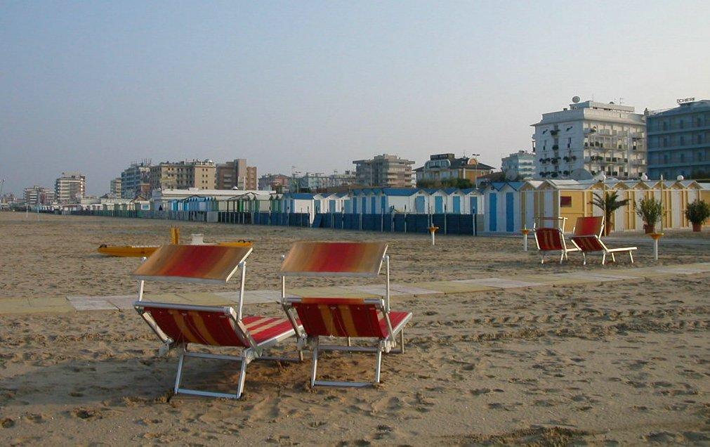 Empty beach Riccione.jpg