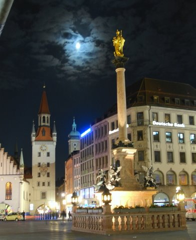 Moon over Munich.JPG