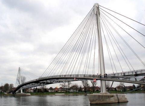 Pedestrian bridge over Rhine.JPG