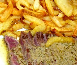 Steak-frites at l'Entrecote.JPG