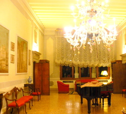 Salon on piano nobile.JPG