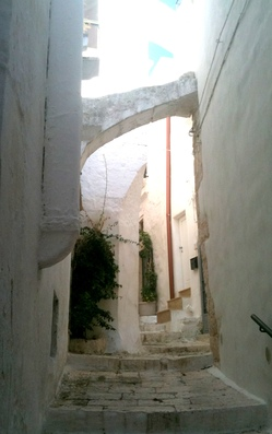 Alleyway in Ostuni.jpg