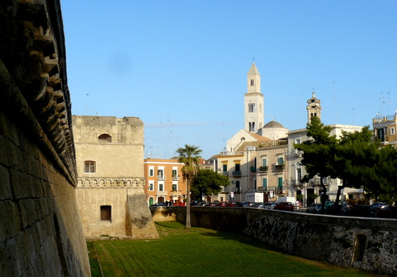Bari Castello w Cathedral.JPG