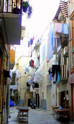 Street scene in Old Bari.JPG