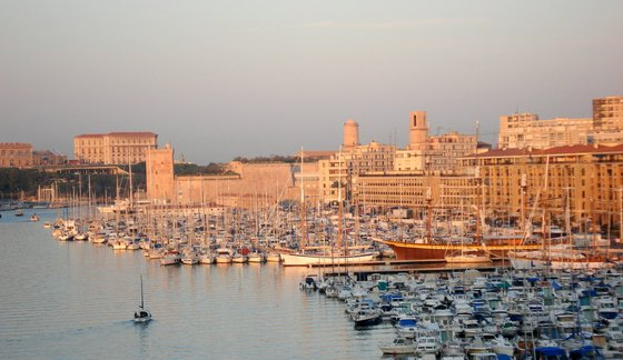 Marseille Vieux Port at sunrise1.JPG
