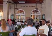 Outside Cafe du Monde.jpg